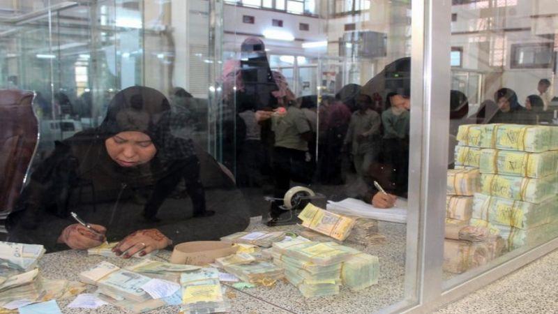 آخر أوراق السعودية .. اللعب في سعر العملة لتجويج الشعب اليمني