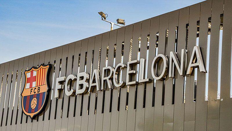 لأجل فلسطين.. برشلونة يلغي مباراته مع فريق بيتار الصهيوني