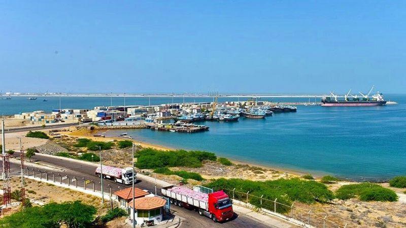 إيران: بدء تصدیر أول شحنة نفط من میناء جاسك في بحر عمان