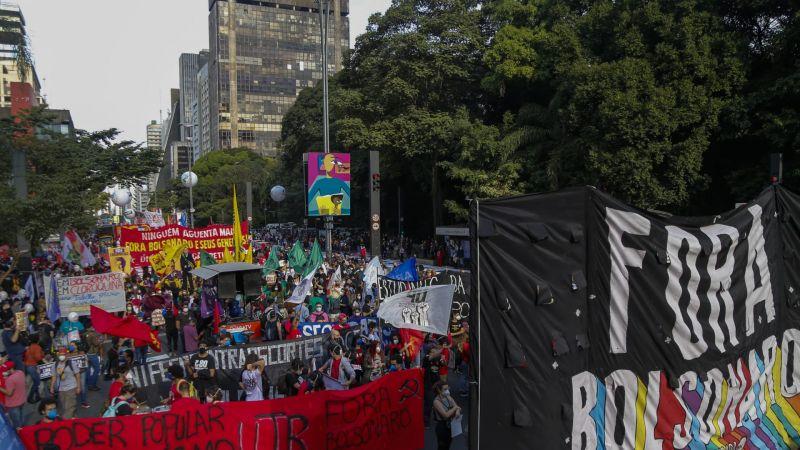 البرازيل: عشرات آلاف يتظاهرون للمطالبة بعزل الرئيس