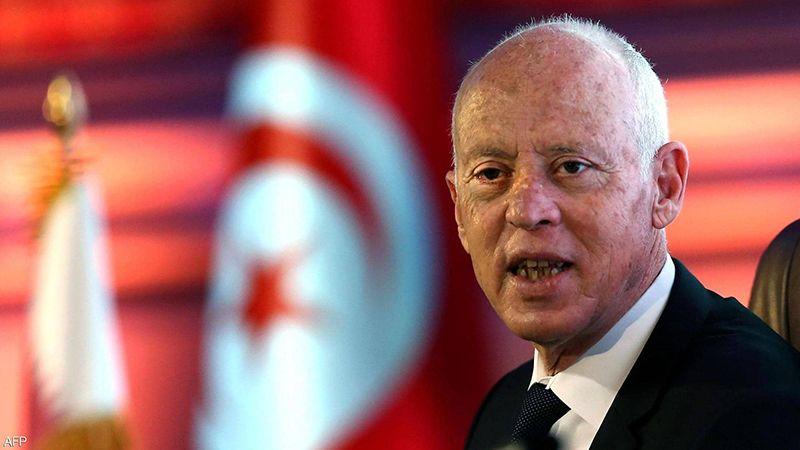 """الرئيس التونسي يتولى السلطة التنفيذية.. ومعارضوه يتهمونه بالـ """"انقلاب الكامل"""""""