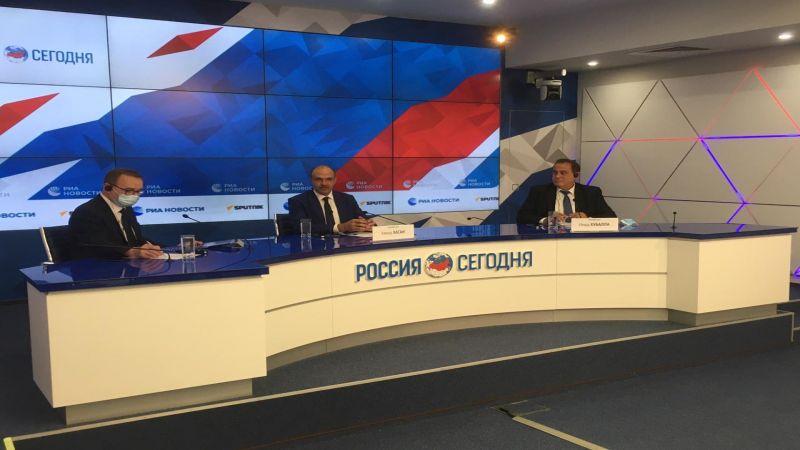 وزيرا الصحة والصناعة من موسكو: إنتاج اللقاح ينقلنا إلى مراحل الصناعات غير العادية