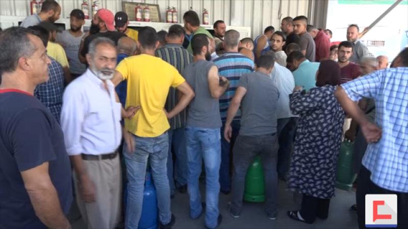 طرابلس: طوابير الغاز تمتد وشحّ المازوت دفع بعض الأفران للإقفال