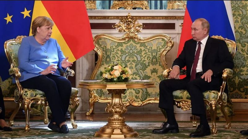 """بوتين: يجب منع تفكك أفغانستان.. وميركل: سنضطر للتفاوض مع """"طالبان"""""""