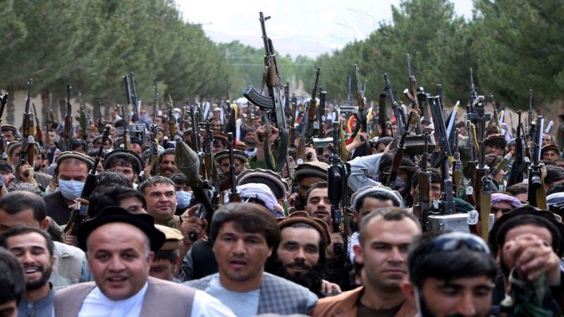 """أسلحة أميركية تحت سيطرة """"طالبان"""" ومخاوف من انتشارها"""