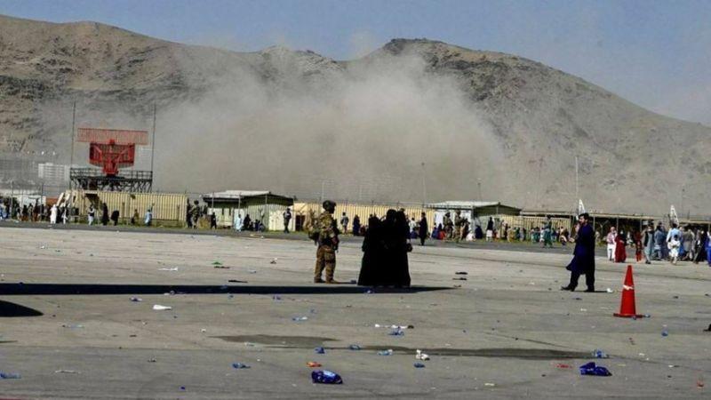 قتلى وجرحى بينهم جنود أمريكيون جراء تفجيرين في محيط مطار كابل