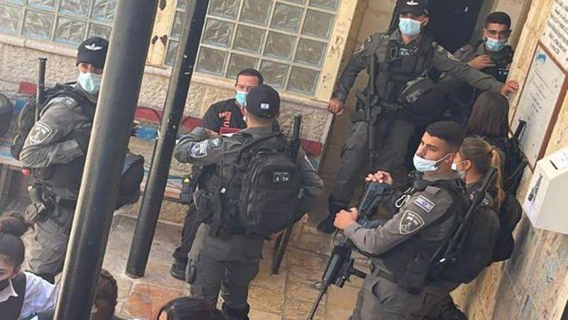 الاحتلال يقتحم مدرسة بالقدس المحتلة ويعتقل مديرتها