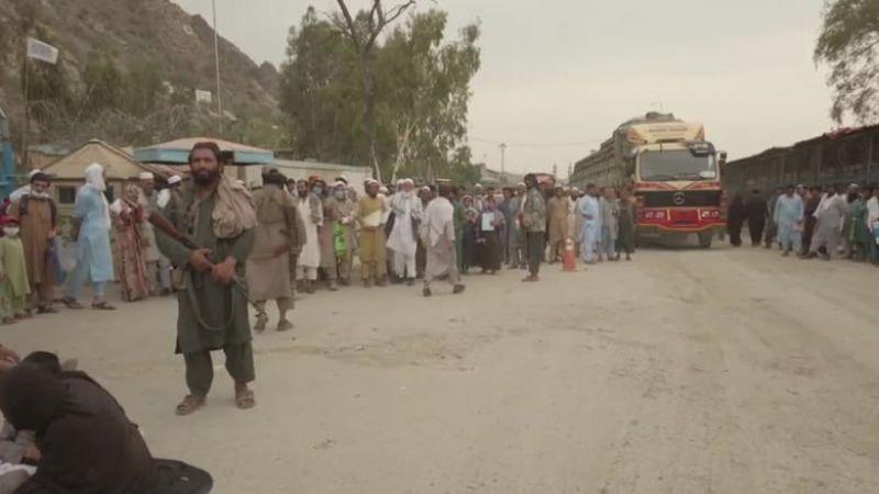 أفغان يهرعون نحو الحدود مع باكستان وإيران عقب إغلاق مطار كابل