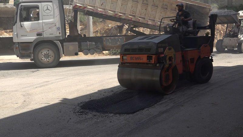 حزب الله يبادِر لتأهيل الحفر الداخلية في الهرمل