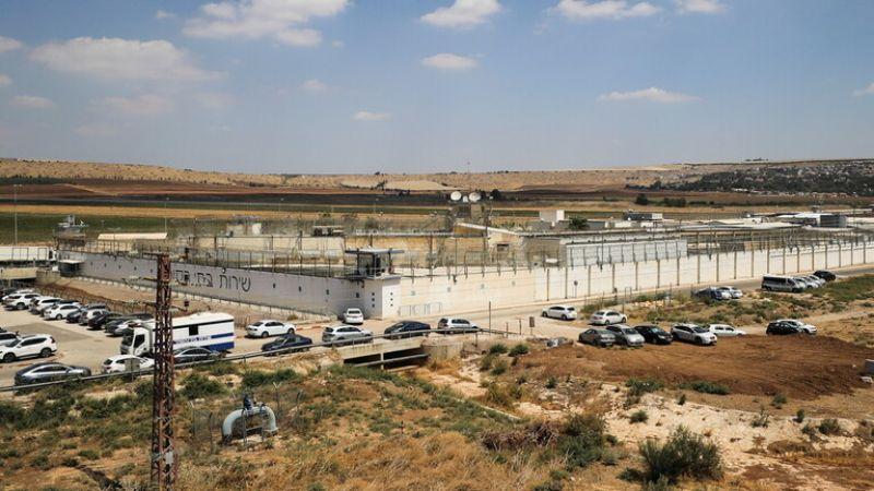 """توثيق عملية الفرار من سجن """"جلبوع"""" بواسطة الكاميرات: الحارس كان يشاهد التلفاز"""