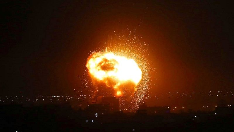 غارات صهيونية على مواقع فلسطينية في غزة ومضادات المقاومة تتصدّى