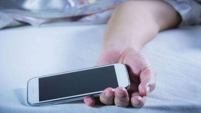 لهذه الأسباب تجنّبوا النوم قرب هواتفكم!