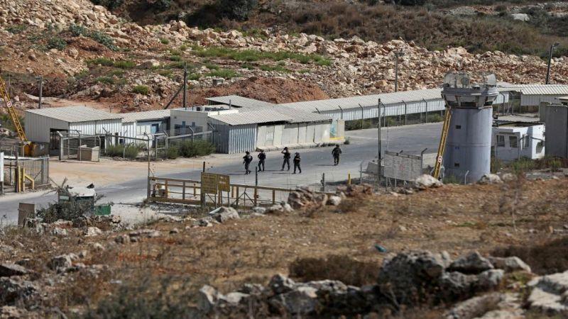 الاحتلال يستمهل أسرى سجن عوفر!