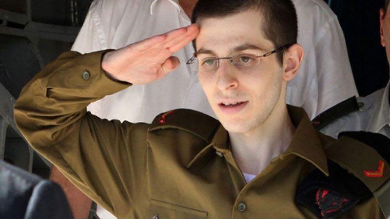 """جلعاد شاليط: هكذا عاملتني """"حماس"""" خلال أسري"""