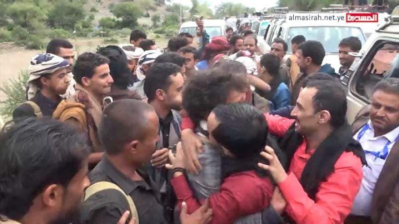 الجيش اليمني واللجان الشعبية يعلنان تحرير 68 من أسراهم بوساطة محلية في تعز