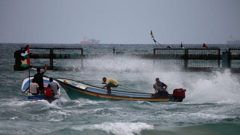الاحتلال يهاجم الصيادين والمزارعين في غزة