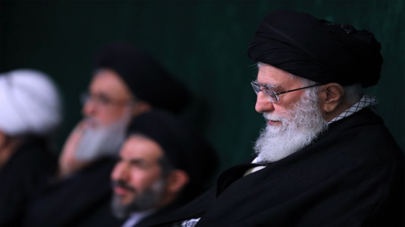 الإمام الخامنئي يعزي الأمين العام لحزب الله بوفاة شقيقته