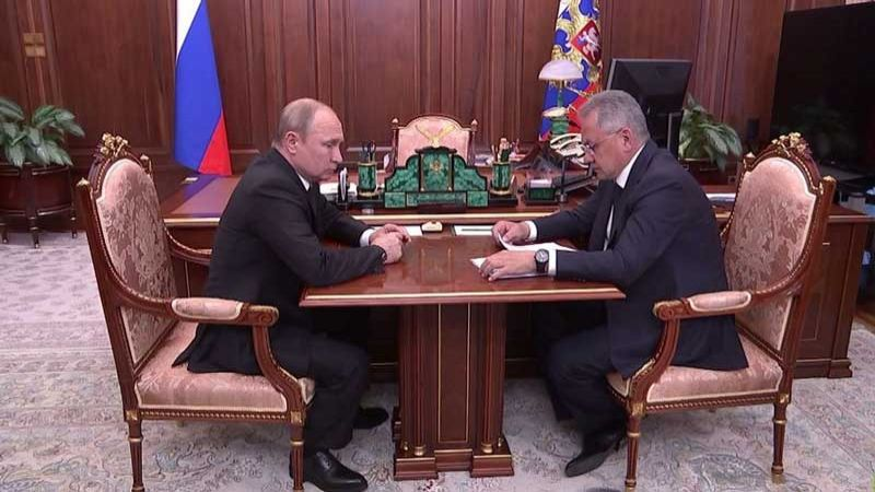 بوتين يوعز لشويغو بكشف تفاصيل مقتل 14 بحارا على متن غواصة روسية