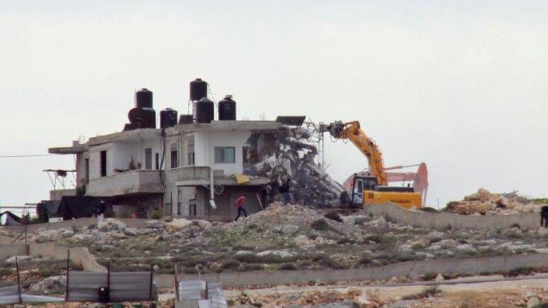 العدو يهدم منزلين في القدس المحتلة