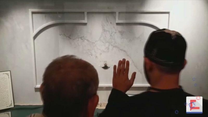 الأثر النبوي الشريف محفوظاً للتبرك في المسجد المنصوري الكبير