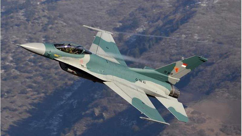 إندونيسيا: الطائرات الحربية توقظ السكان على السحور!