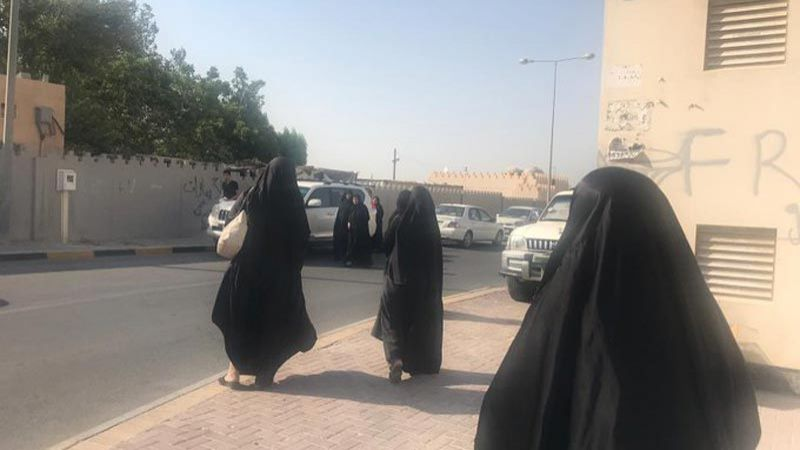 السلطات البحرينية تحرم ذوي العرب والملالي من وداعهما وهكذا بدت والدة الشهيد أحمد..