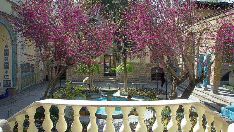 """متحف """"بيت مقدم"""" أغلى بيوت العالم في طهران.."""