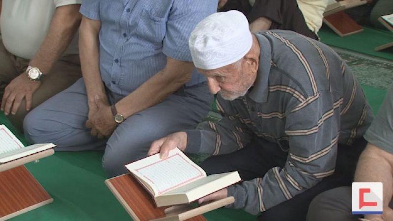 حلقات تلاوة القرآن مستمرة في الجنوب حتى آخر ساعات شهر رمضان (فيديو)