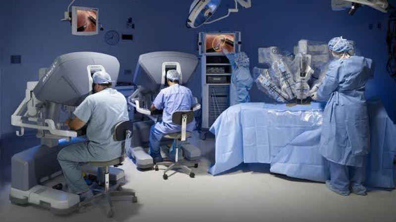 إيران تصنع روبوت مساعد لجراح القلب النابض