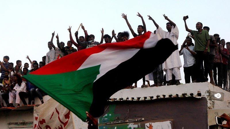 المجلس العسكري السوداني وقوى الحرية والتغيير يوقعان على الوثيقة الدستورية