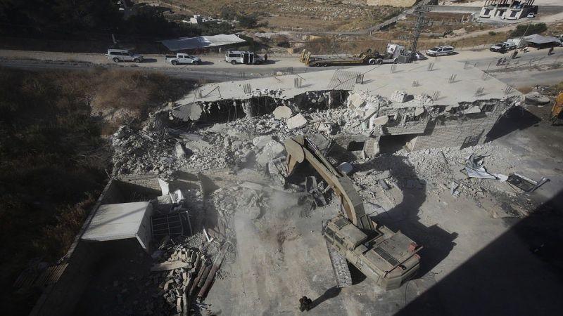 غضب فلسطيني جراء هدم العدو للمنازل في القدس المحتلة