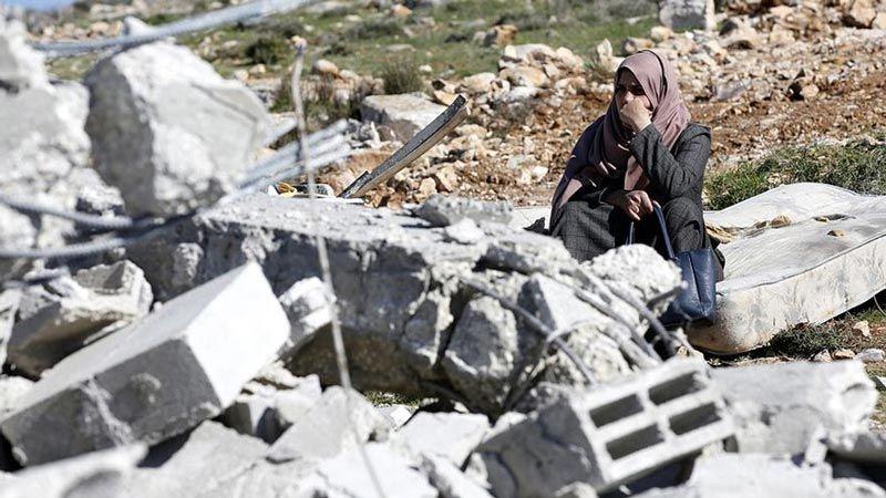 العدو يُخلي مئات الفلسطينيين ويهدم منازلهم في حي وادي حمص بالقدس المحتلة