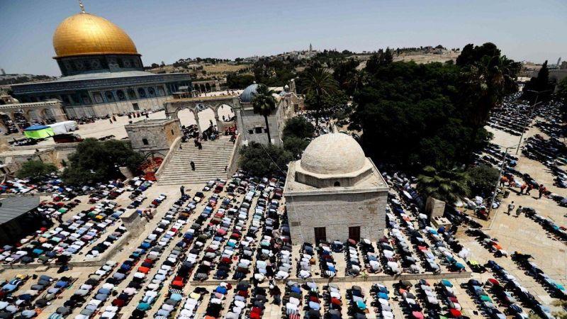 ربع مليون مصلٍّ يؤدون صلاة الجمعة الأخيرة من شهر رمضان بالأقصى