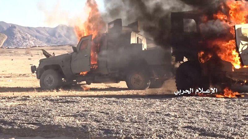 الجيش اليمني يسيطر على مواقع ويدمر آليات على طول المحاور