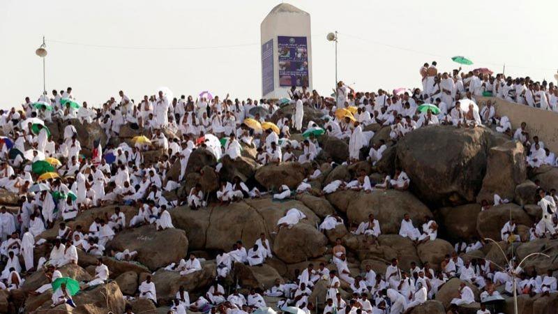 أكثر من مليوني حاج على صعيد عرفات اليوم