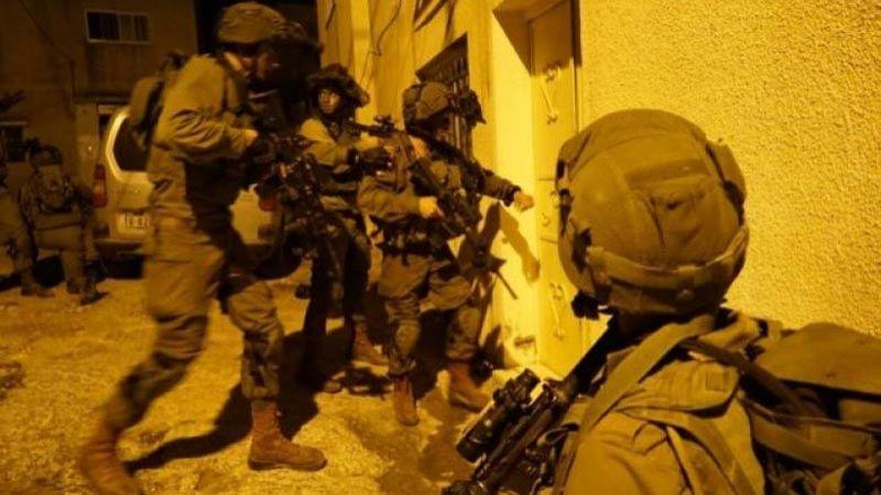 جيش الاحتلال يعتقل 23 فلسطينيا ويداهم منازل في الضفة الغربية