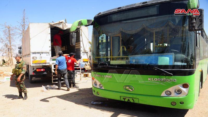 بعد سنوات من الإحتجاز .. عشرات الأسر السورية تعود من مخيم الركبان