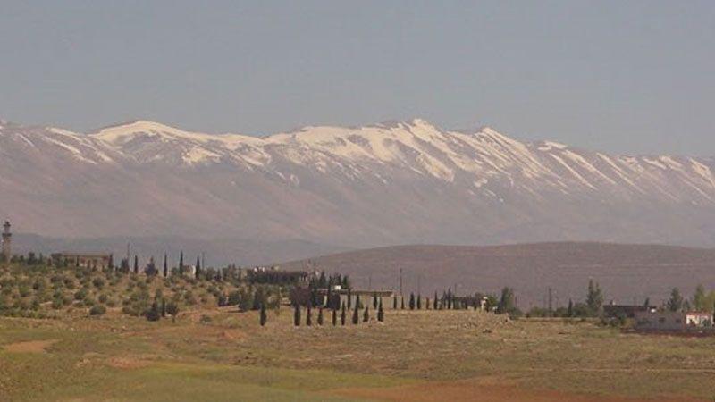 """مصادر """"العهد"""": الجيش اللبناني عثر على مقبرة جماعية في مرطبيا عند السلسلة الشرقية"""