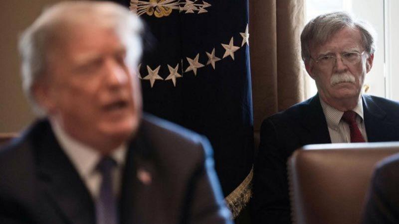 """""""ناشيونال انترست"""": ترامب سيقيل بولتون قريبا"""