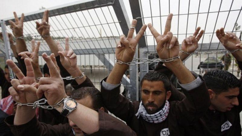أسرى فلسطينيون أمضوا 74 عيدًا في سجون الاحتلال