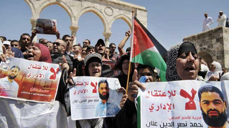 الاعتقال الاداري.. سيف مسلط على الفلسطينيين لاستنزاف أعمارهم خلف القضبان الصهيونية دون تهمة