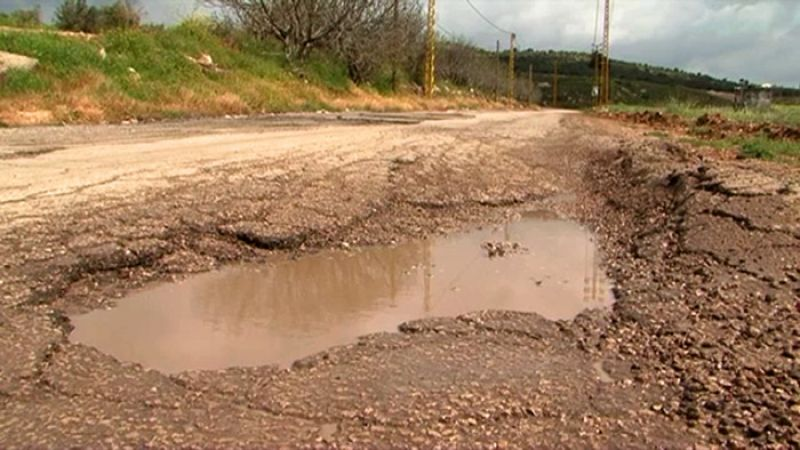 طريق رئيسي في لبنان لا يصلح للسير بعد 4 سنوات فقط من التأهيل!