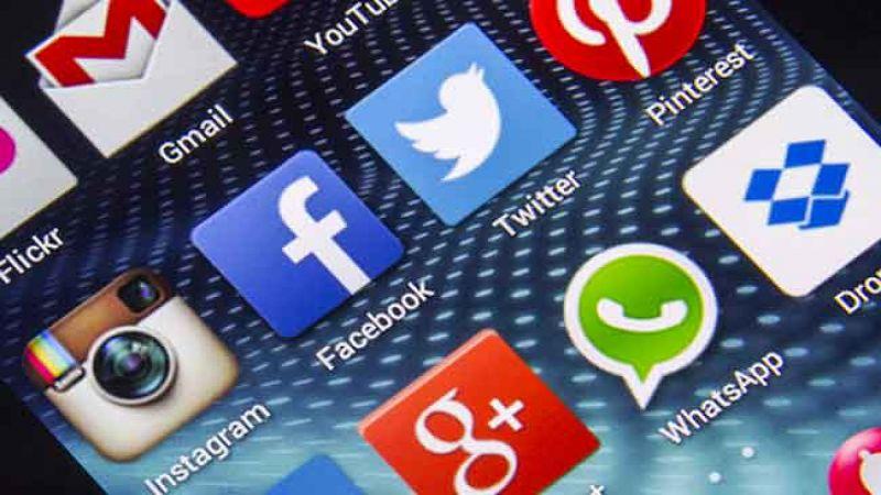 """بعد اعتداءات طالت المسلمين.. سريلانكا تحظر """"فايسبوك"""" و""""واتس آب"""""""