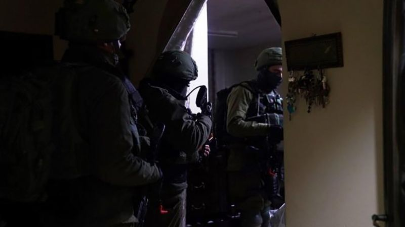 الاحتلال يعتقل 17 فلسطينيًا في الضفة