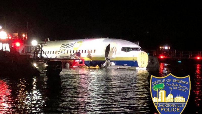 هبوط طائرة في نهر في فلوريدا بعد انحرافها عن مسارها