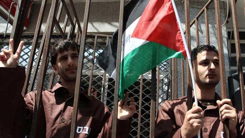 رفضًا للاعتقال الإداري التعسفي.. عشرات الأسرى الفلسطينيين يُضربون عن الطعام