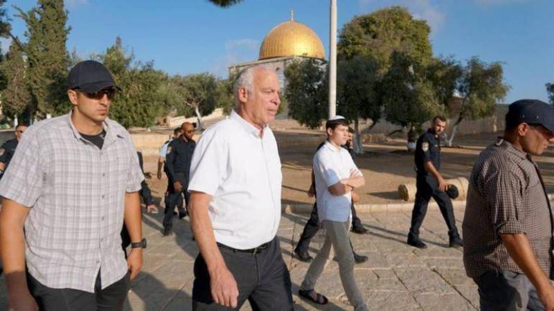 وزير الزراعة الصهيوني يقتحم باحات الأقصى وآلاف المستوطنين يؤدون صلوات تلمودية في قبر يوسف