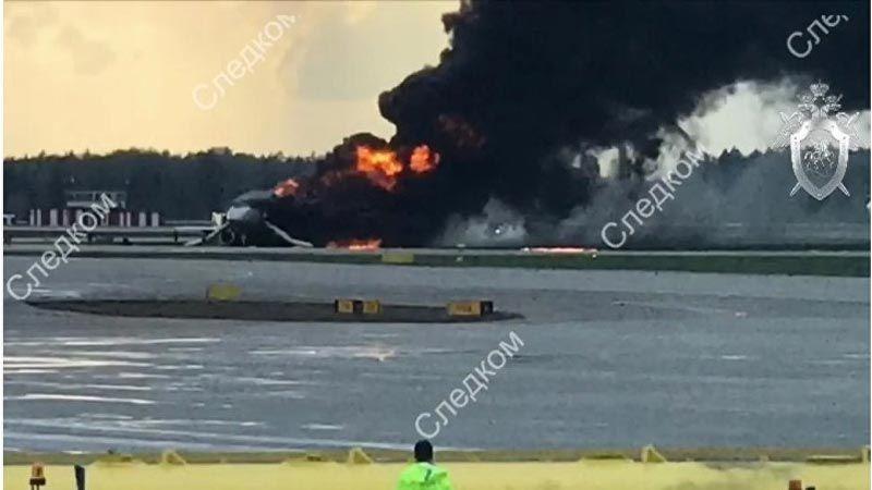 روسيا: مقتل 41 شخصا في حادث احتراق طائرة ركاب بموسكو