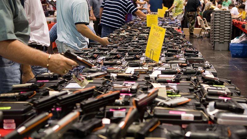 الديمقراطيون ينوون تعجيل طرح تشريع حول انتشار الأسلحة في أمريكا