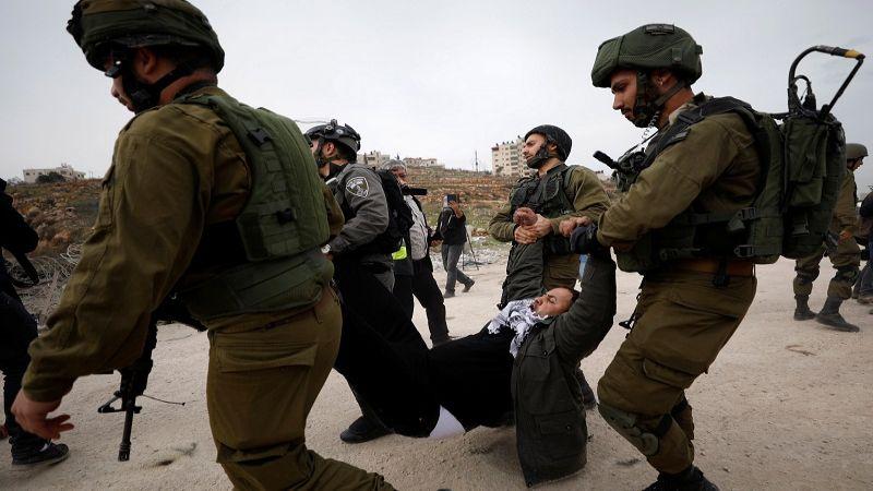 اعتقال 22 فلسطينيا في الضّفة.. واعتداءات لمستوطنين في رام الله والخليل